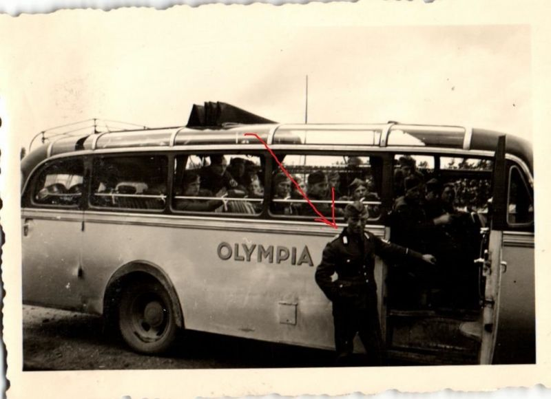 Originalfoto 6x9cm, RAD vor Oldtimer Bus, Olympia, ca. 1935