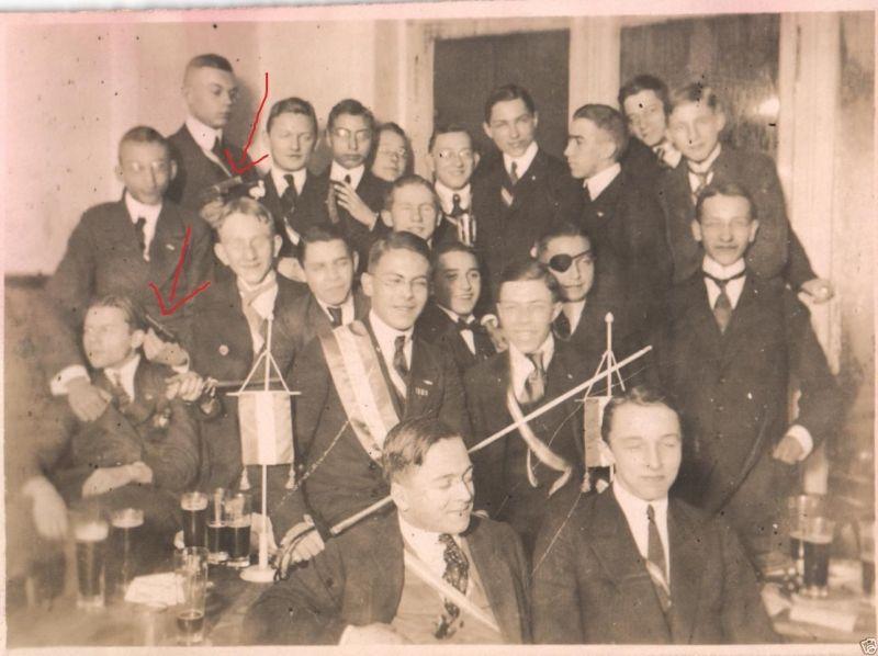 Originalfoto 8x11cm, Studenfeier Frankonia mit Pistolen, ca. 1920