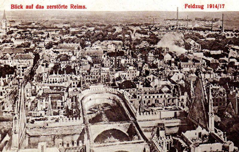 Foto AK, Das zerstörte Reims, Vogelperspektive, 1917