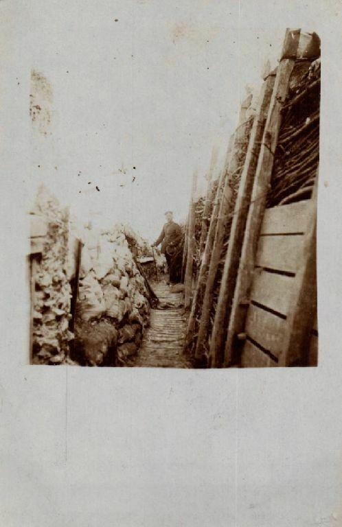 Originalfoto 9x13cm, Soldat im Schützengraben