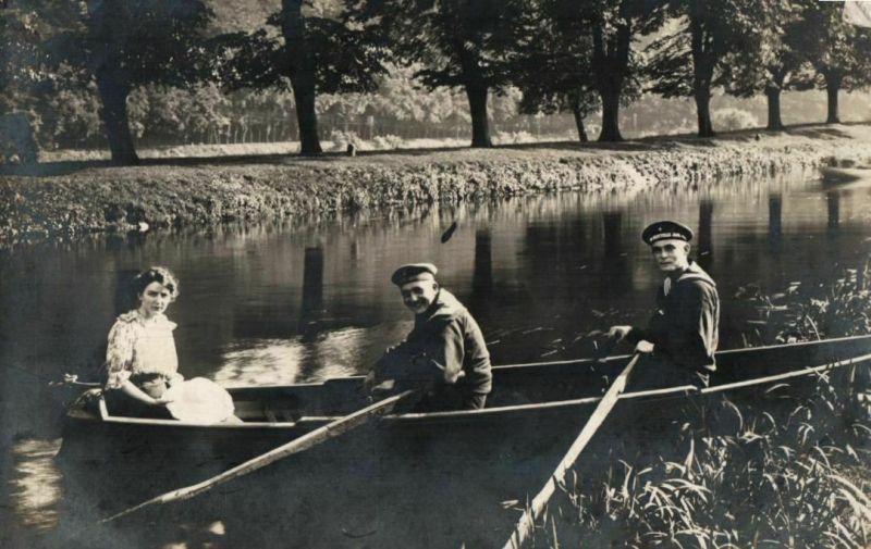 Originalfoto 9x13cm, Matrosen im Ruderboot