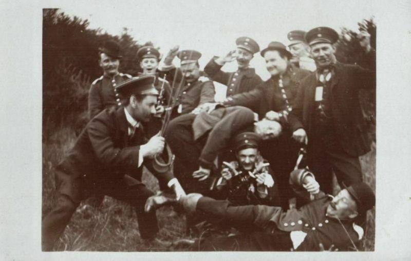 Originalfoto 9x13cm, Reservisten prügeln sich, Scherzfoto