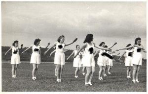 21429/ Originalfoto 9x13cm Weiblicher Reichsarbeitsdienst beim Sport