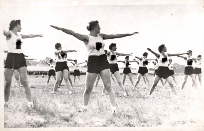 21430/ Originalfoto 9x13cm Weiblicher Reichsarbeitsdienst beim Sport