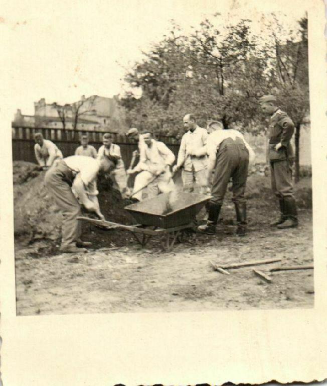 Originalfoto 6x7cm, Soldaten beim Arbeitseinsatz in Litzmannstadt