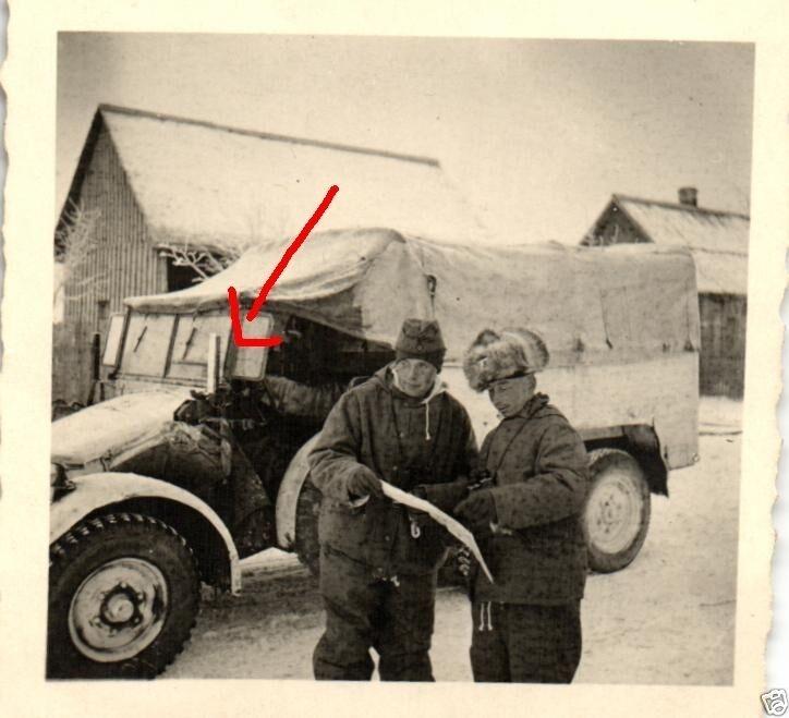 Originalfoto 6x6cm, Soldat mit Fellmütze vor Krupp-Protze, Russsland