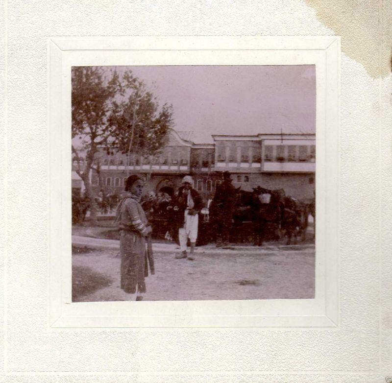 Albuminfoto auf Pappe, Platz vor dem Sérail in Damaskus, ca. 1900
