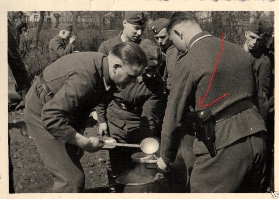 Originalfoto 9x6cm, Essensausgabe am Schießstand Hautmont, 1942 0