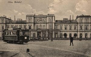 Foto AK, Lettland, Libau, Bahnhof, Straßenbahn, 1923