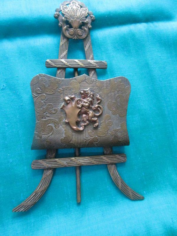 Nostalgischer Briefständer - Messing Jugendstil mit Löwen- und anderen Dekormotiven