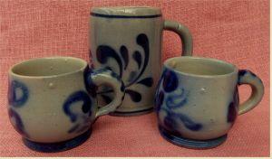 2 x Tassen aus Steinzeug / Steingut + 1 x Bierkrug aus Keramik   Im Westerwälder Muster