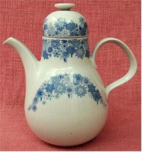 Heinrich Porzellan Teekanne / Kaffeekane ca. 1,3 Liter Volumen.  Mit blauem Blütenmuster
