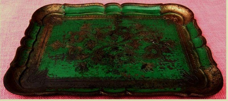 Holztablett mit Verzierungen / Gravur  grün / goldfarbig - aus Italien  Ca. 26 x 36 cm Größe