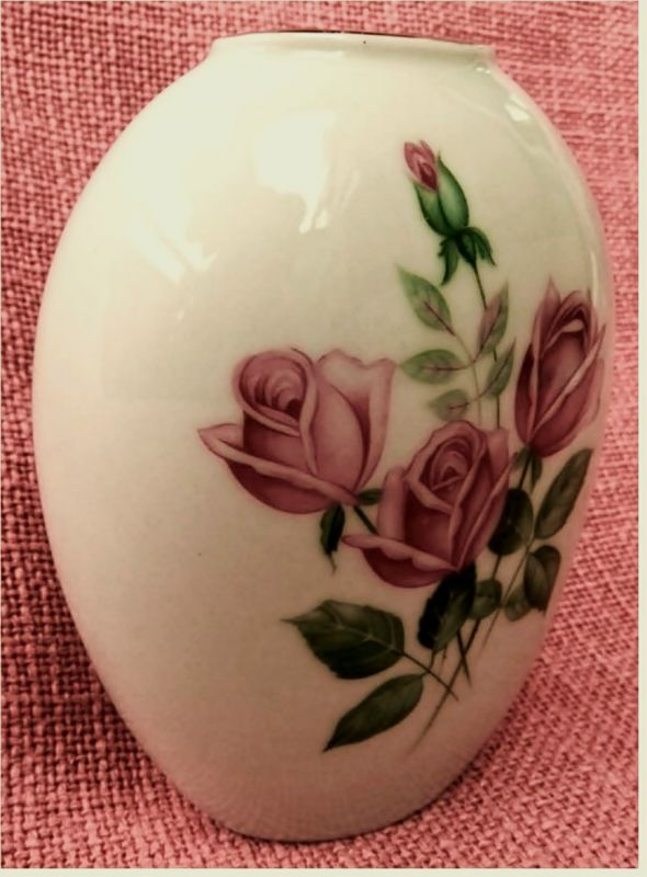 kleine ovale Vase Blumenvase -  Porzellan Bavaria Geidlitz -  Mit Rose Rosendekor