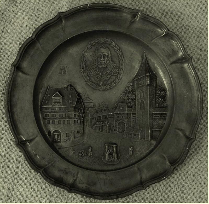 Zinnteller von Nürnberg -  Alb. Dürer`s Wohn u. Sterbehaus  1471 - 1528   Durchmesser ca. 27,5 cm 1