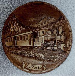 kleiner Andenken-Wandteller -  Aufschrift Zillertal -  Mit Dampflock-Motiv