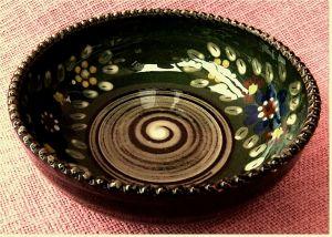 kleine handbemalte Keramik-Schale -   Mit Blüten im Innenbereich -   Durchmesser ca. 16 cm