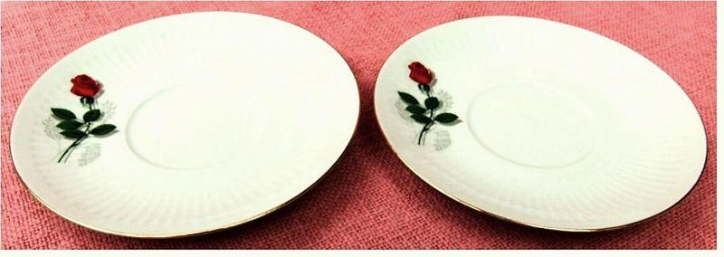 2 kleine Porzellan-Teller -   Von Bareuther Waldsassen -   Mit Rosenmotiv