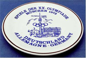 Sammelteller aus Porzellan - Motiv : Olympiade 1972 / Olympia-Turm   Von Hutschenreuther / Hugo Schmidt.