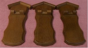 3 Wand-Brettchen aus Massivholz - Für Zinnlöffel od. ähnliches - Größe ca. 23 cm lang / 8,5 cm breit.