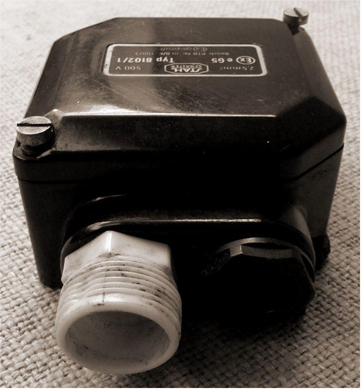 alte Bakelit Abzweigdose Verteilerdose Industrial Starkstrom 500 V 2,5mm²  3