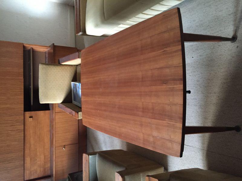 Komplettes Wohnzimmer Der 60er Jahre Couch Ist Zum Schlafsofa Umzuwandeln.  2 Sessel, Couchtisch Höhenverstellbar