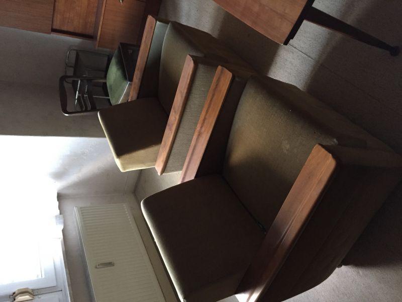 Komplettes Wohnzimmer Der 60er Jahre Couch Ist Zum Schlafsofa Umzuwandeln 2 Sessel Couchtisch Hhenverstellbar