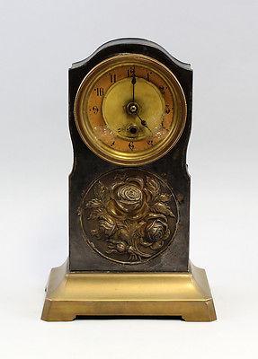 Tischuhr Jugendstil um 1900 Rosenmedaillon Messingblech 99820018