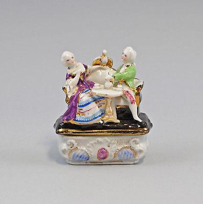 99840403 Zündholz-Dose Schachtel Porzellan Rokoko-Paar um 1900 handbemalt