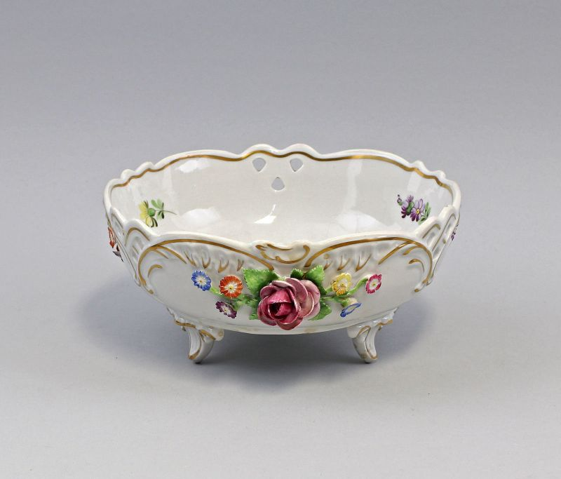 8140033 Porzellan Prunk-Schale Schierholz Thüringen handmodelierte Rosen