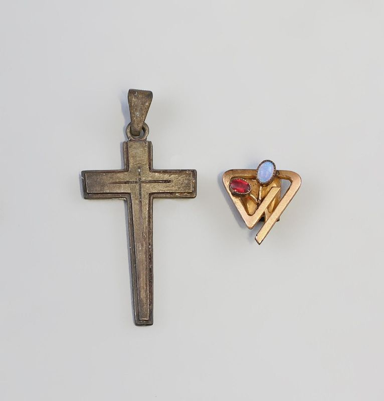 7925174 Kreuz Anhänger und Kettenschieber 19. Jh.