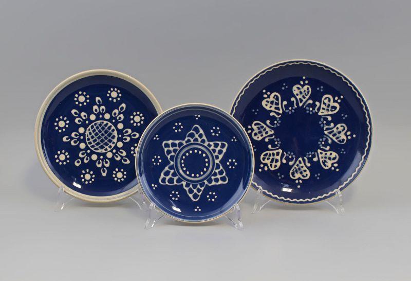 7945072 3 Keramik Bildteller Bürgel blau-weiß Thüringen Engobemalerei
