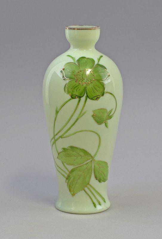 8135004 Glas Vase Jugendstil Emailmalerei Milchglas Blumen