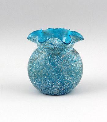 Hellblaue Vase Kröselaufschmelzungen gebörtelter Rand  99835216