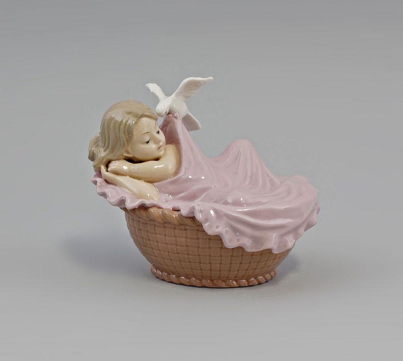 Porzellan Baby Mädchen im Korb  9973007  II.Wahl