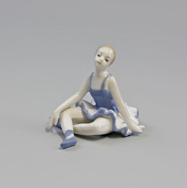 Porzellan Sitzende Ballerina Tänzerin  blau 9973076  II.Wahl