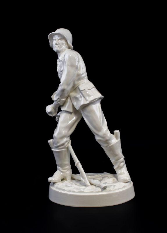 Ens Porzellan Figur deutscher Soldat Handgranatenwerfer weiß H35cm 9941924