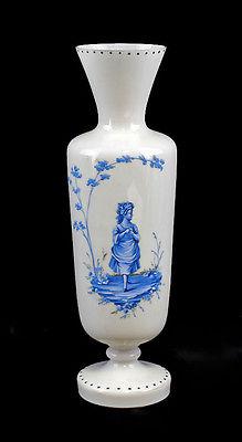 Vase mit blauer Antiken Darstellung Opalinglas 19. Jh.  H 32 cm  99835213