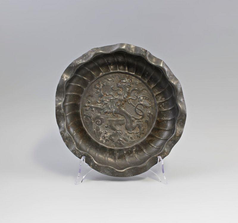 Antiker Wandteller Zinn Bildteller Wappenbild schreitender Löwe 99833129