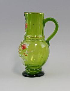 Schenkkrug Erdbeerdekor günes Glas formgeblasen 99835060