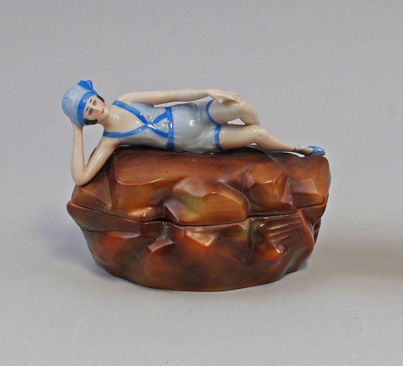 99840298 Figürliche Deckeldose Art déco H8cm Badedame 20er Jahre