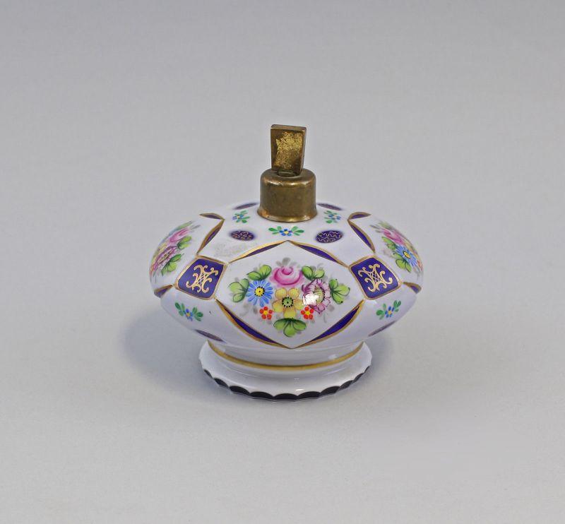 7935032 Glas Flakon Lampenfuß Böhmen um 1900 Milchglas handbemalt