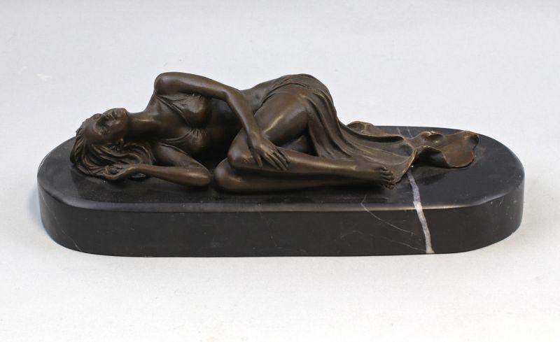9973188 Bronze Skulptur Dame Akt ruhende Frau Schlafende 31x12x10cm