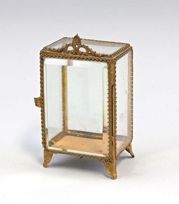8235018 Kleiner Kristall Schrein Glas Messing um 1900 MIniatur-Vitrine