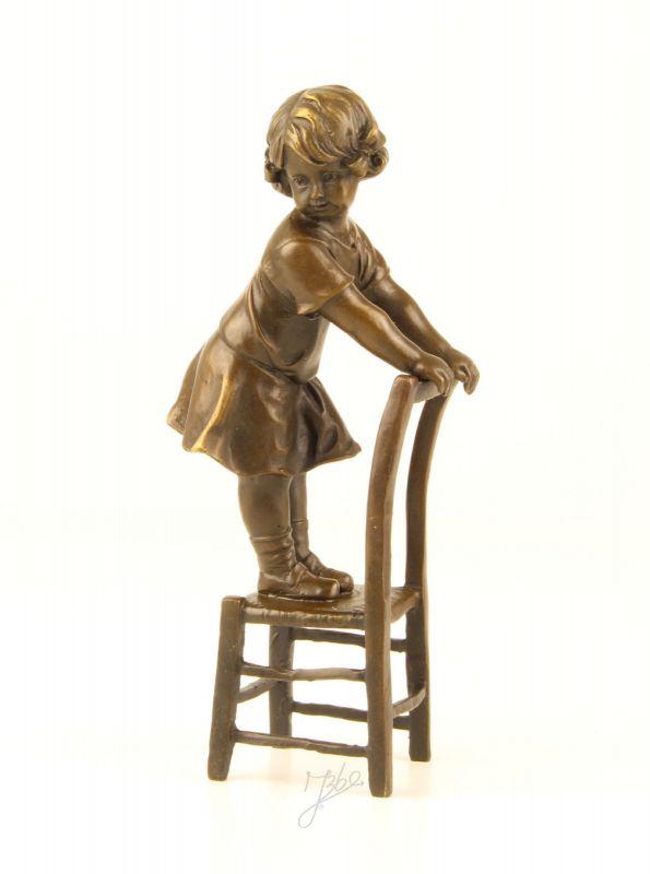 99937920-ds Bronze Skulptur Figur Mädchen auf Stuhl 7x10x20cm