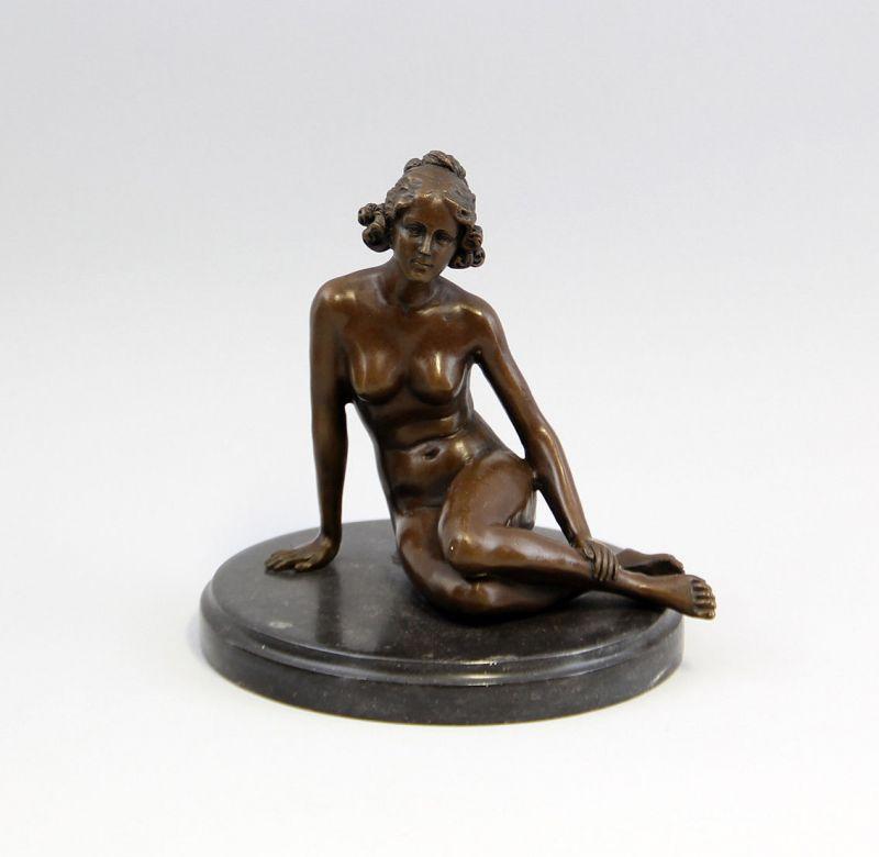 9937208-dss Bronze Skulptur Figur Akt Nackte sitzend Jugendstil 17x19cm