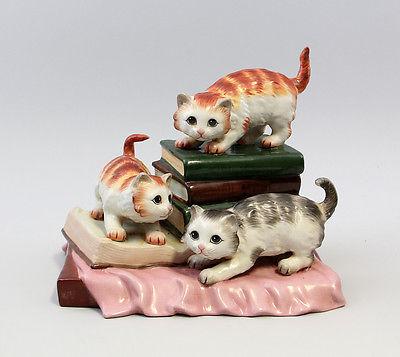 Drei Kätzchen auf Büchern Porzellan NEU 9937222