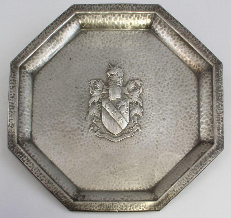 Wappenteller Zinn England 8-eckig Spruchband