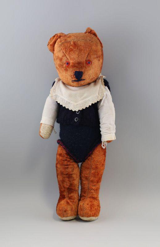 8310022 Großer Teddy 68 cm alt Holzwolle Wollfell bekleidet