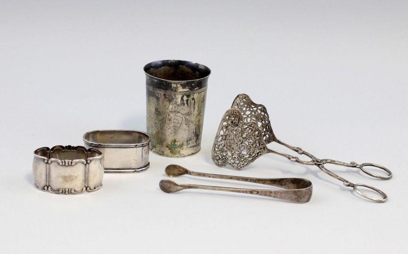 8330017 Konvolut Silber Serviettenringe Becher Zuckerzange Gebäckzange